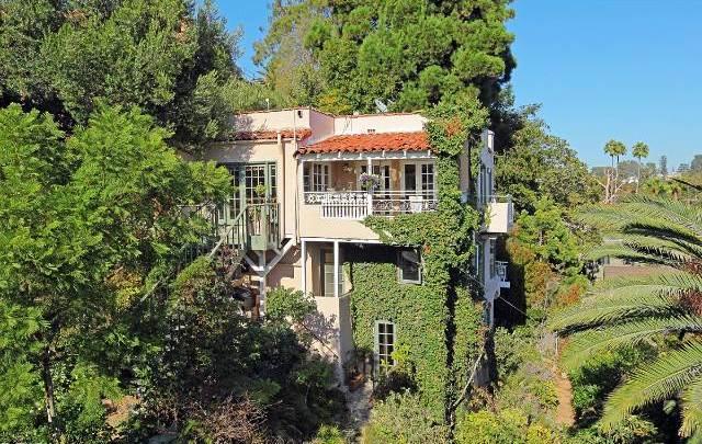 383 Amalfi Drive : In The Canyon